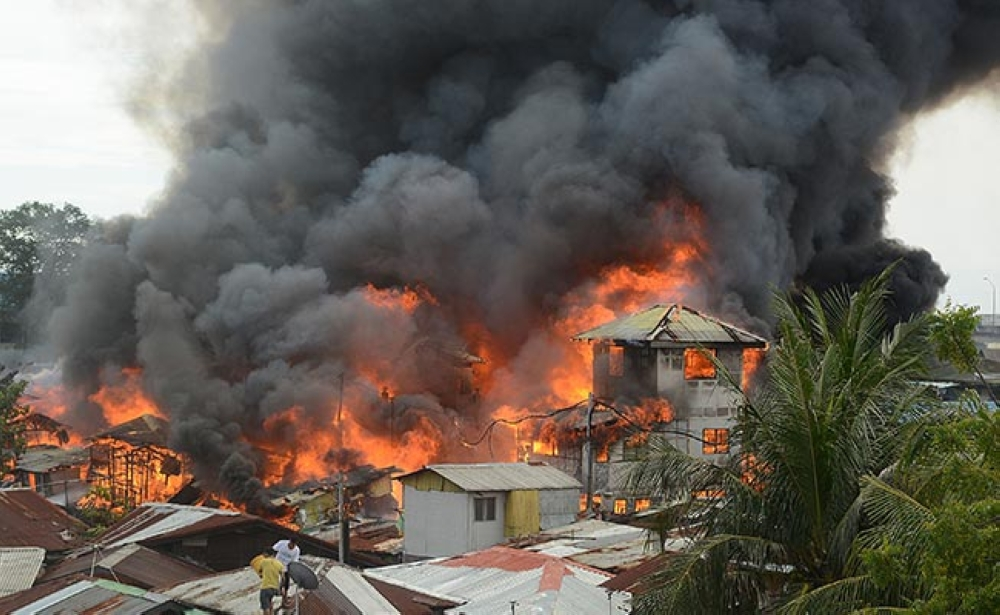 CEBU. Over a thousand residents lost their homes in the Pasil fire that razed homes in three sitios yesterday afternoon. Flames easily spread since most houses were made of light materials, and the firefighters had a hard time penetrating the area. (Arni Aclao/SunStar Cebu)