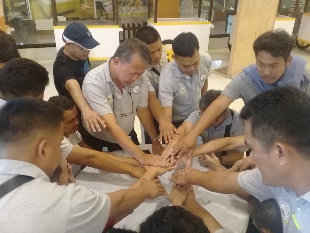 CAGAYAN DE ORO. Nangaliya ang Cagayan de Oro-Misamis Oriental Chess Team nga gipangulohab ni Fr. Vic Arellano bag-o pa man moaway sila sa  kataposang round kontra Davao All-Stars atol sa 4th Mindanao Goodwill  Match niadtong Biyernes didto sa Lanang, Davao City. (Jaime A. Frias II)
