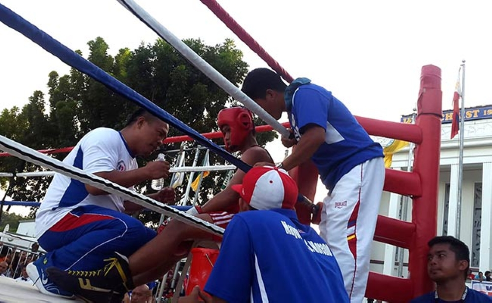 MISAMIS OCCIDENTAL. Coach Pamesa motivating Cabrillos for CDO's first boxing match in Batang Pinoy meet. (Lynde Salgados)