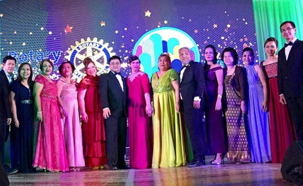 BACOLOD. Rotarians in their formal attire. (Photo courtesy of Rotary DisCon 2018)