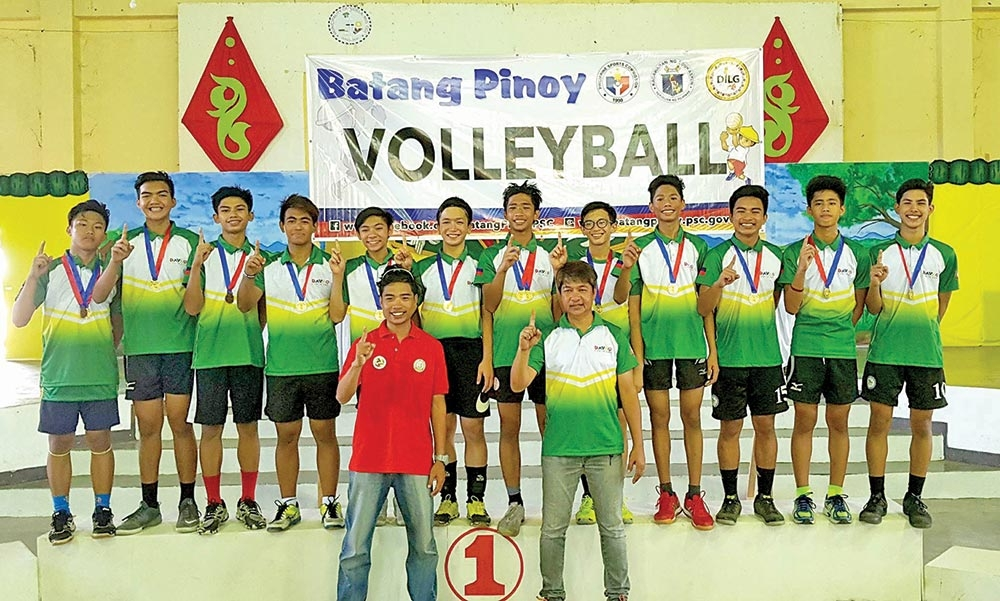 OROQUIETA CITY. Members and coaches of the Davao City boy's indoor volleyball team pose after receiving their gold medals at the close of the Batang Pinoy Mindanao Leg Monday in Oroquieta City, Misamis Occidental.