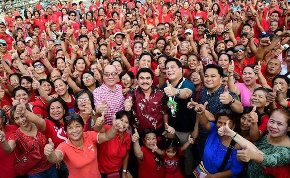 BACOLOD. Senator Juan Miguel Zubiri, Bacolod City Mayor Evelio Leonardia, Representative Greg Gasataya, and Vice Mayor El Cid Familiaran with City Hall employees during the switch-on ceremony for the beautification project of the public plaza on March 17, 2018. (Contributed photo)