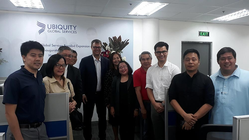 BACOLOD. Ubiquity Global Services executives led by president and chief executive officer Matthew Nyren (5th from left) with BNEFIT Executive Director Jocelle Batapa-Sigue (5th from right), Councilor Em Ang (center) and some guests during the site expansion inauguration ceremony at the Negros First Cyber Centre in Bacolod City on March 19, 2018. (Erwin P. Nicavera)