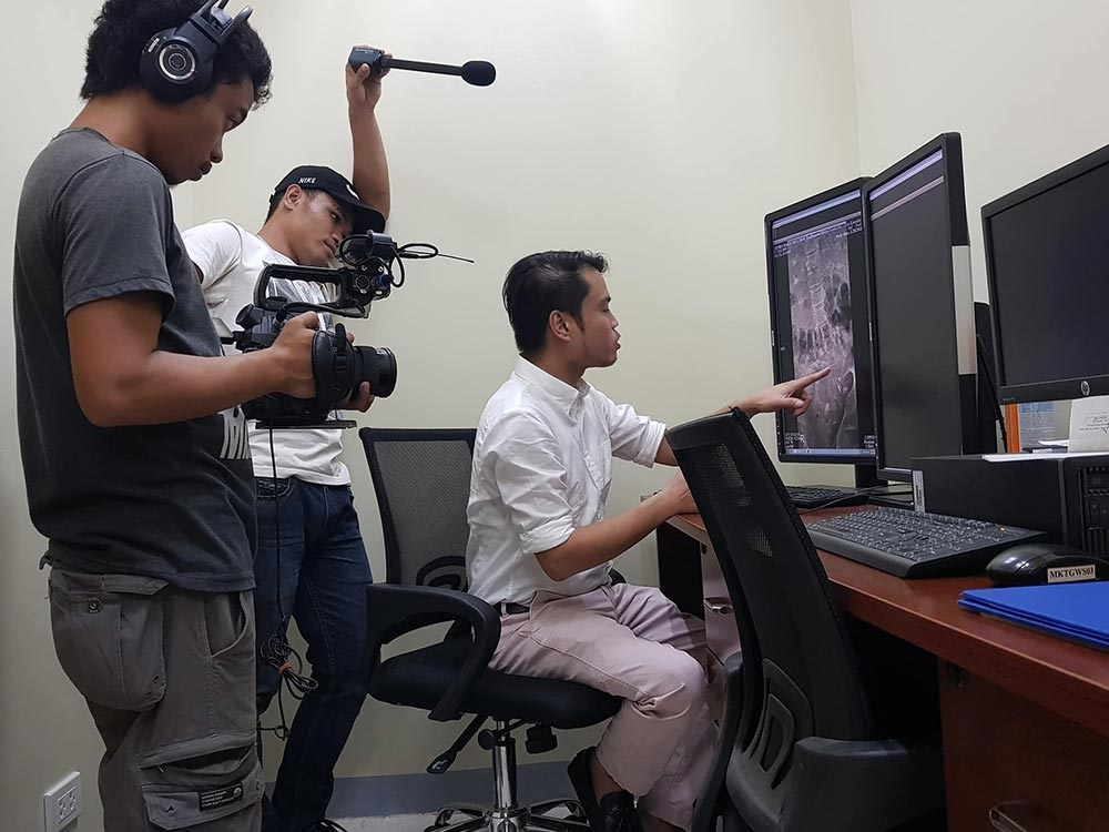 BACOLOD. Dr. Alvin Parreño explains Mariz's medical condition on camera for Piaya Network.