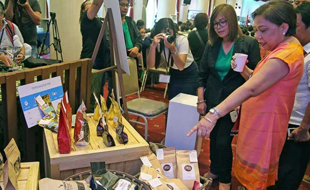 BAGUIO. Senator Cynthia Villar samples locally brewed coffee while taking a look at the coffee beans produced from different parts of the country during the 3rd Philippine Coffee Conference. (Photo by Milo Brioso)
