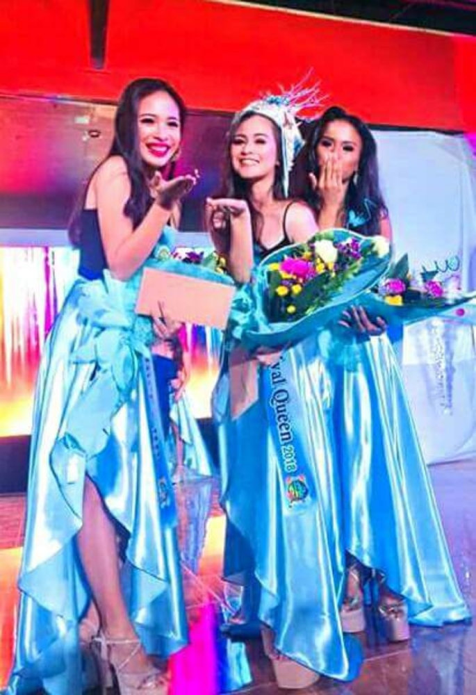 ILOG. Kisi-Kisi Festival Queen Hannah Claudette Lladoc (center) flanked by Vina Marie Pena, first runner-up, and Claire Therese Porras, second runner-up. (Dwight Morana)