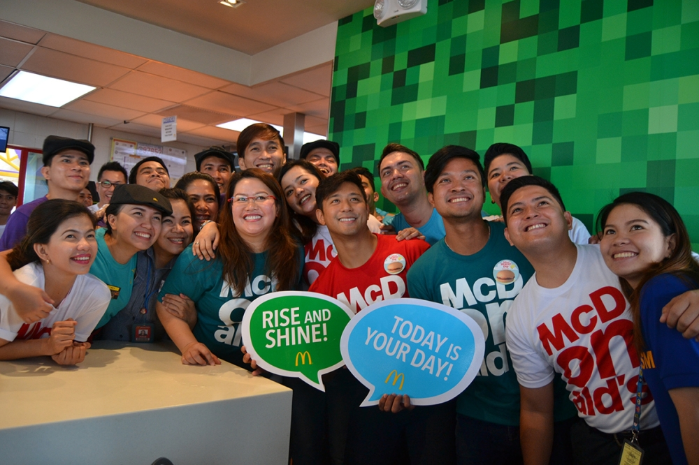 DAVAO. Members of the media with actor Rocco Nacino during the 6th National Breakfast Day. (Reuel John F. Lumawag)