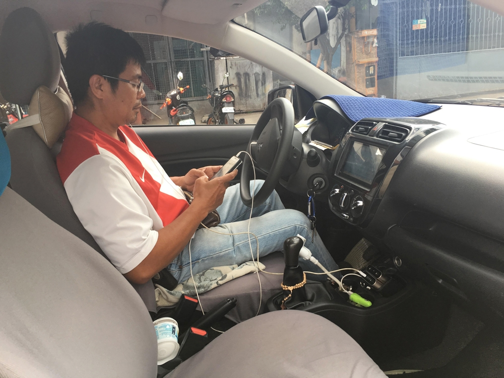 """Wait and see. Riel Bautista, 47, drives for both Uber and Grab. He hopes the good things about Uber remain. In the meantime, Grab assured that fares will continue to be calculated the same way, """"with a dynamic surcharge that will be applied based on factors including demand and supply in that particular point in time, traffic conditions and estimated time taken for the journey."""" (SunStar Foto/Vincent A. Glariada)"""