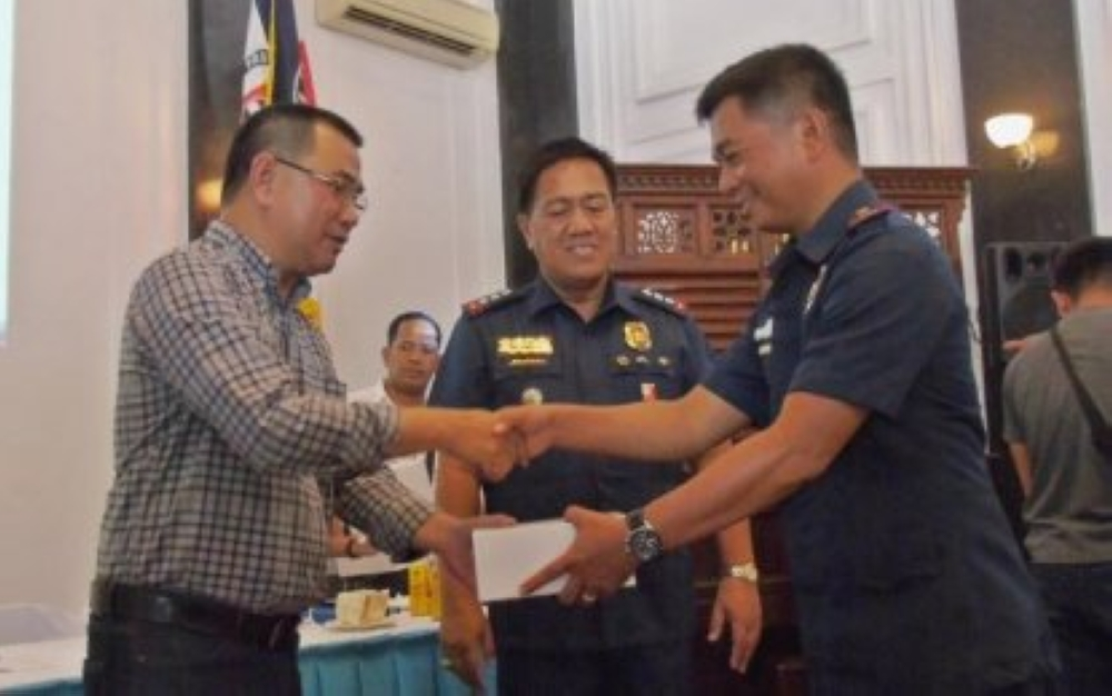 LEYTE. Leyte Governor Leopoldo Dominico Petilla (left) distributes body cameras to 41 town police stations in the province on Thursday, March 22, in the bid to prevent abuses and promote transparency in police anti-drug operations. (PNA)
