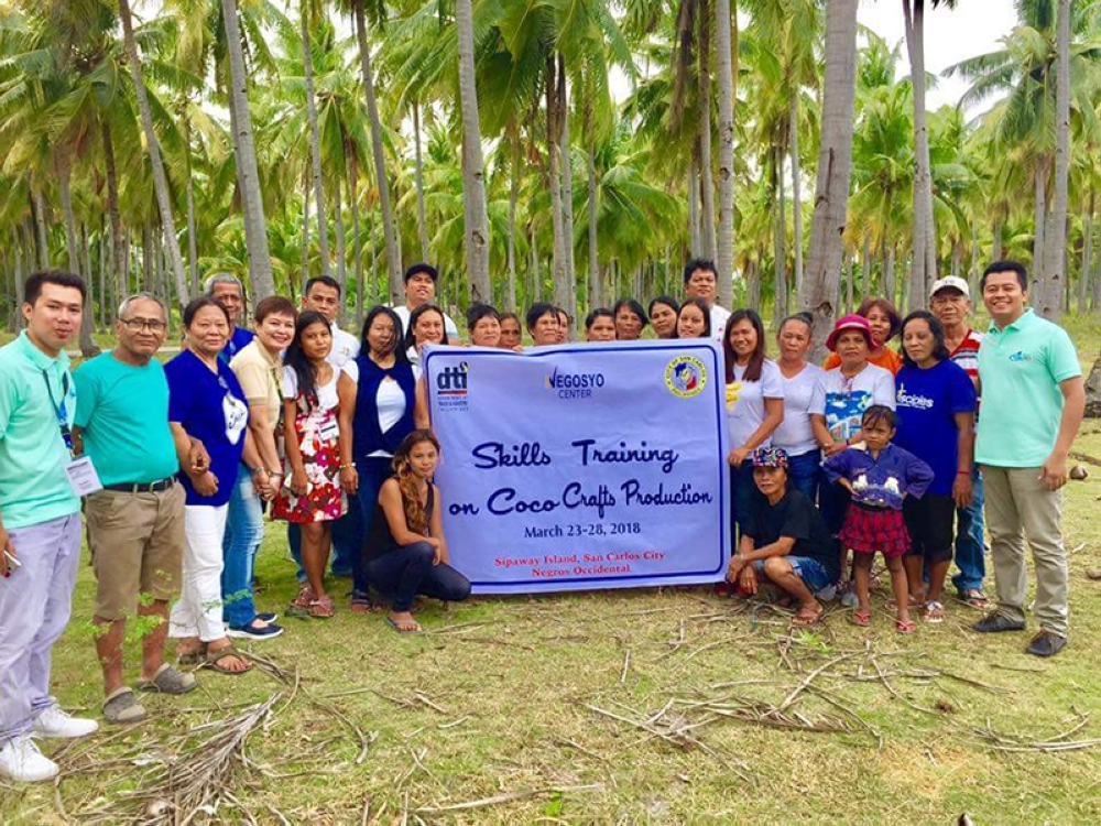 BACOLOD. Some of the 24 members of two farmers and fisherfolk associations from Barangays San Juan and Ermita in San Carlos City who completed the six-day skills training on coco crafts production initiated by DTI-Negros Occidental in Sipaway Island in the said city on March 28. (DTI Negros Occidental Photo)