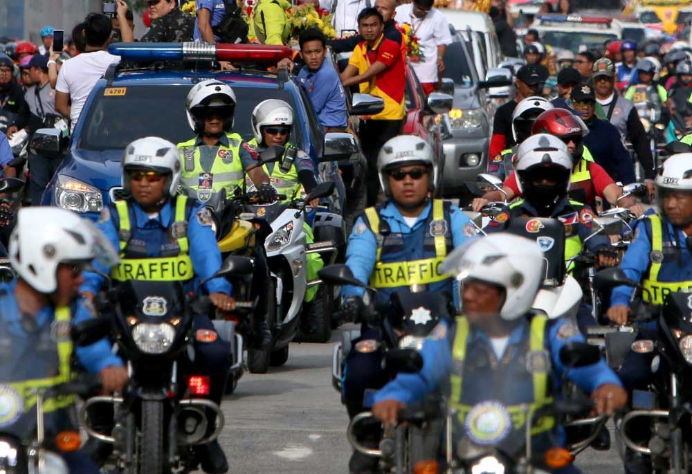Accident prevention. Traffic police put on reflectorized vests to make them visible to the public. In Cebu City, motorcycle and bicycle drivers will soon be required to do the same to prevent accidents. (SunStar Photo/Alex Badayos)