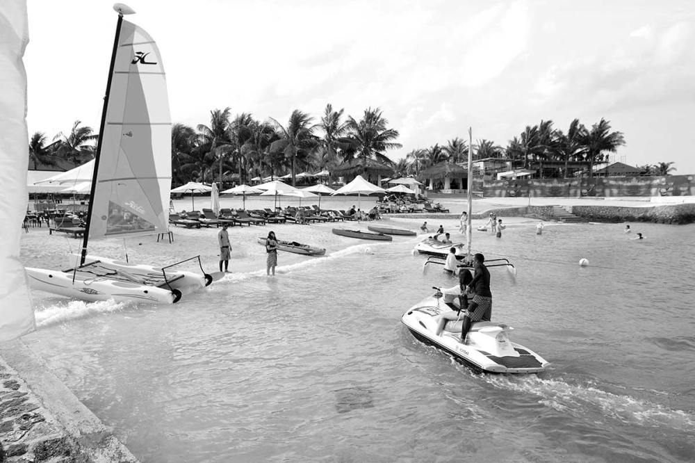 """PLAN, PREVENT. Rather than take the """"bitter pill"""" of the six-month closure of the tourism industry meted out to Boracay, what can stakeholders of other """"leisure destinations"""" do to ensure that travel and tourism's growth will not end up in unanticipated, undesired consequences for residents, visitors, and the ecology? (SunStar file photo)"""