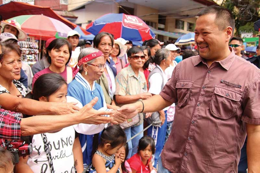 MT. PROVINCE. Senator Joseph Victor Ejercito greets the people of Mountain Province gracing the 51st Mountain Province Foundation Day and 14th Lang-ay Festival celebration in Bontoc, Mountain Province last week. (Milo Brioso)