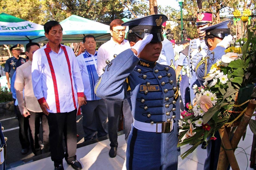 BAGUIO. Baguio City officials led by Mayor Mauricio Domogan and Congressman Mark Go lead the wreath laying ceremony at the Veterans Park commemorating the Araw ng Kagitingan (Day of Valor). (Milo Brioso)