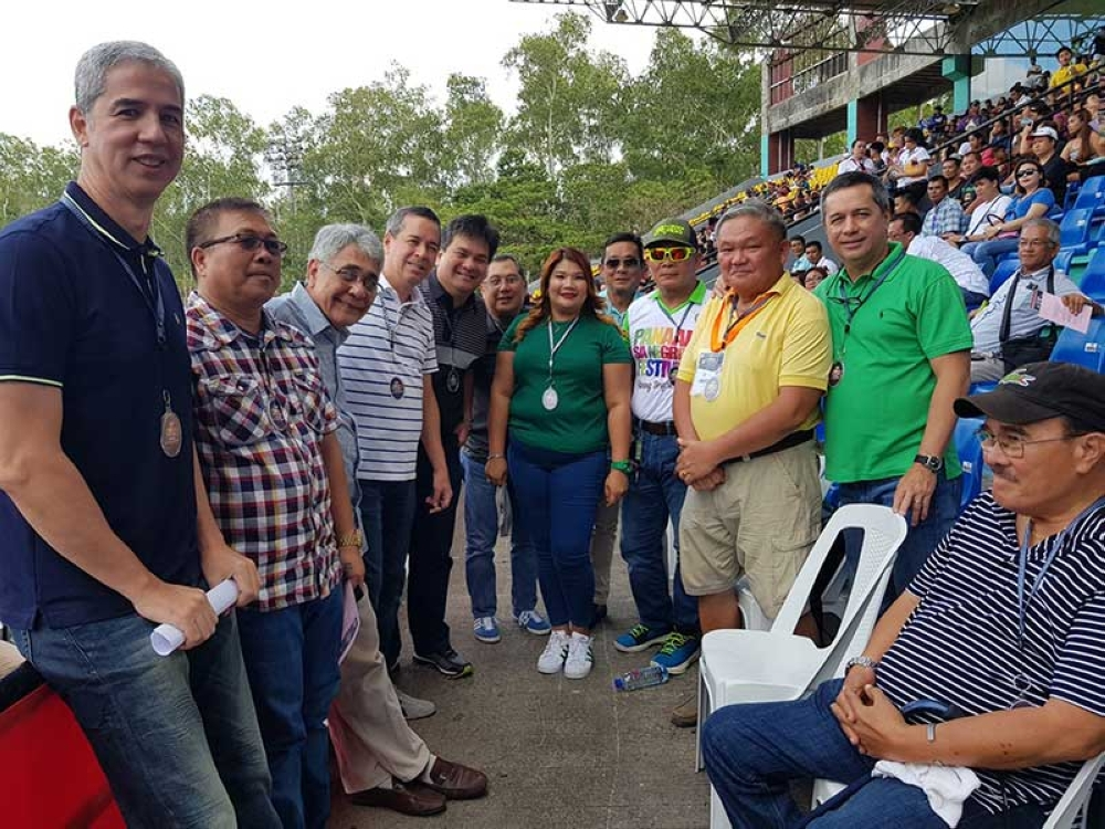 BACOLOD. Vice Governor Eugenio Jose Lacson with mayors and officials. (Carla N. Cañet and Glazyl Y. Masculino)