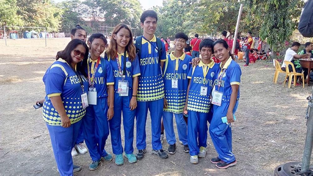 Special. Malipayong nagpahulagway ang pipila ka mga sakop sa SPED athletes sa CVIRAA nga mokombati sa Palarong Pambansa sa Vigas. (Grace Batucan)