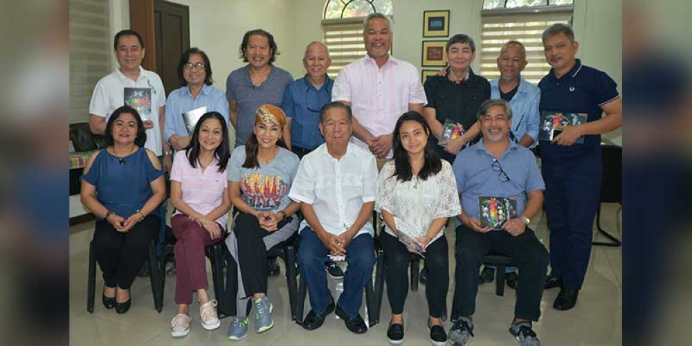"BACOLOD. The all-Negrense cast of the musical play ""Panaad: The Promise Fulfilled"" led by Kuh Ledesma and Joel Torre pay a courtesy visit to Negros Occidental Governor Alfredo Marañon Jr. (seated, 3rd from right) at the Provincial Capitol Tuesday, with Panaad Festival executive director Ma Lina Sanogal (seated, left). (Contributed Photo)"