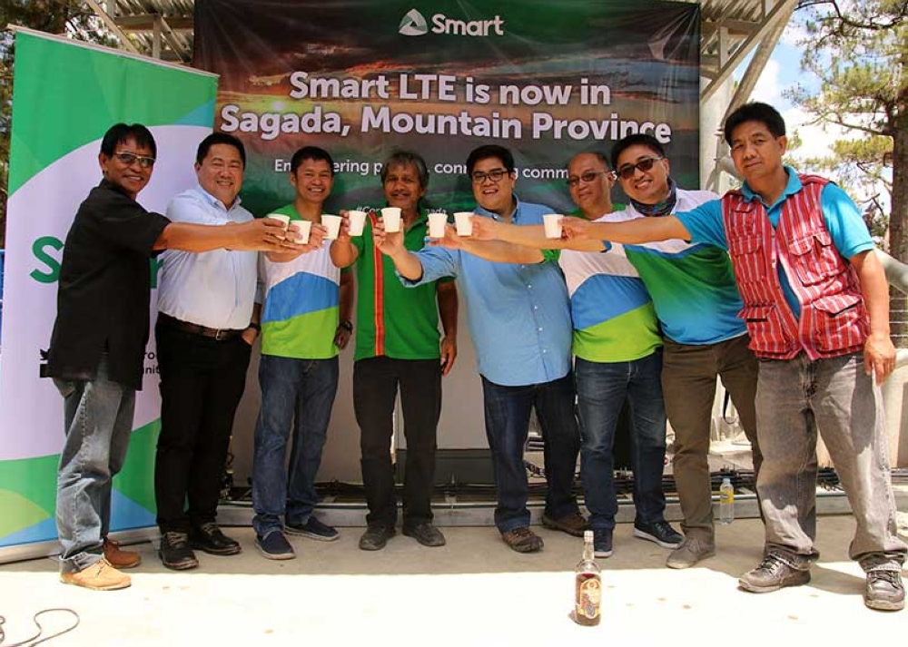 MT. PROVINCE. St. Mary School Father Charles Buking, Smart consumer sales head John Palanca, Acces Planning and Engineering VP/Department head Patrick Belecina, Vice Mayor Benjamin Capuyan, Area operations manager Ed Damian, Community partnerships head Darwin Flores and NCIP-Mt. Province Community development officer Andrew Magwilang during the ceremonial toss after the launching of Smart LTE cell site in Poblacion, Sagada. (Milo Brioso)