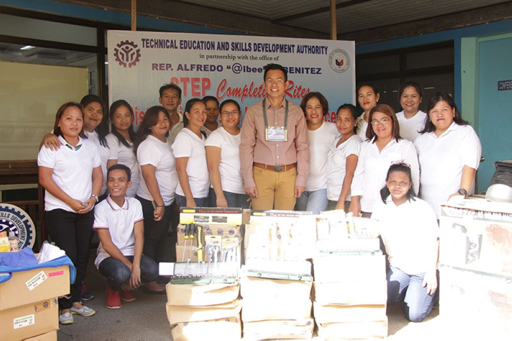 BACOLOD. Tesda provincial director Jimmicio Daoaten with trainees from Victorias City. (Contributed Photo)