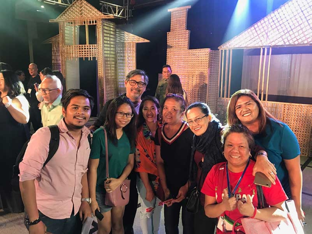 BACOLOD. Kalipay staff with Joel Torre. (Contributed Photo)