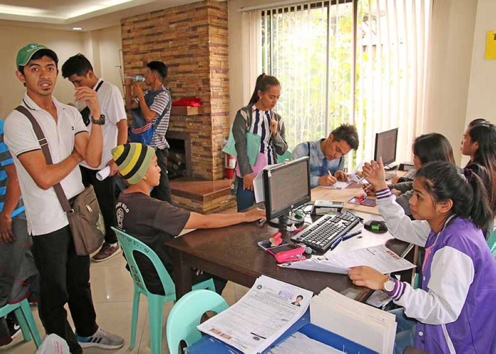 BAGUIO. Youth aspirants file their certificate of candidacy for the Sangguniang Kabataan elections at the Comelec-Baguio on Friday, April 20, the last day of filing of COCs. (Milo Brioso)
