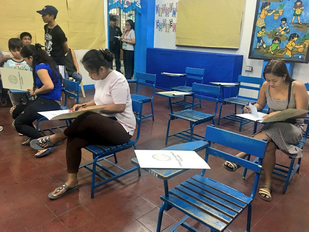 MANILA. The Commission on Elections (Comelec) on Saturday, April 21, began the simulation of the May 14 village and youth council (Sangguniang Kabataan or SK) elections at a school in Tondo, Manila. (Photo from Comelec)