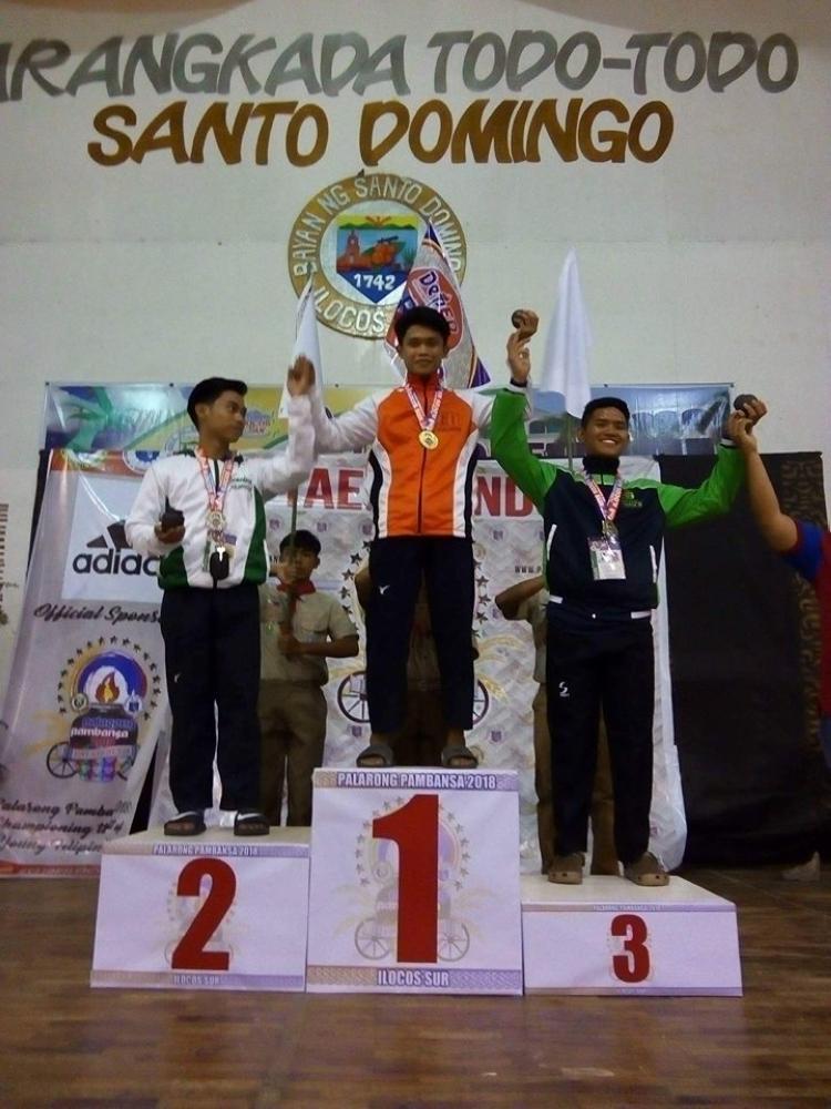 CAGAYAN DE ORO. Nibira og gold medal si record holder Michael Porras Jr. atol sa 2018 Palarong Pambansa taekwondo secondary boys, diin nahuman bago lang sa Vigan City, Ilocos Sur. (Contributed Photo)