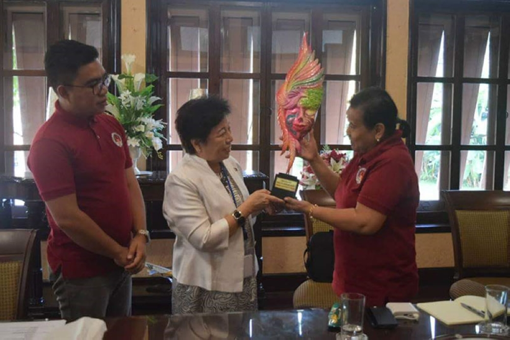 BACOLOD. Philippine Ambassador to Thailand Mary Jo Bernardo-Aragon (center) receives a MassKara-themed present from this writer (left) and Nieves Hibaler-Pepito on behalf of the participants of the 2018 Asean Media and Communication Solidarity Conference during their courtesy visit at the Philippine Embassy in Bangkok, Thailand recently. (Contributed Photo)