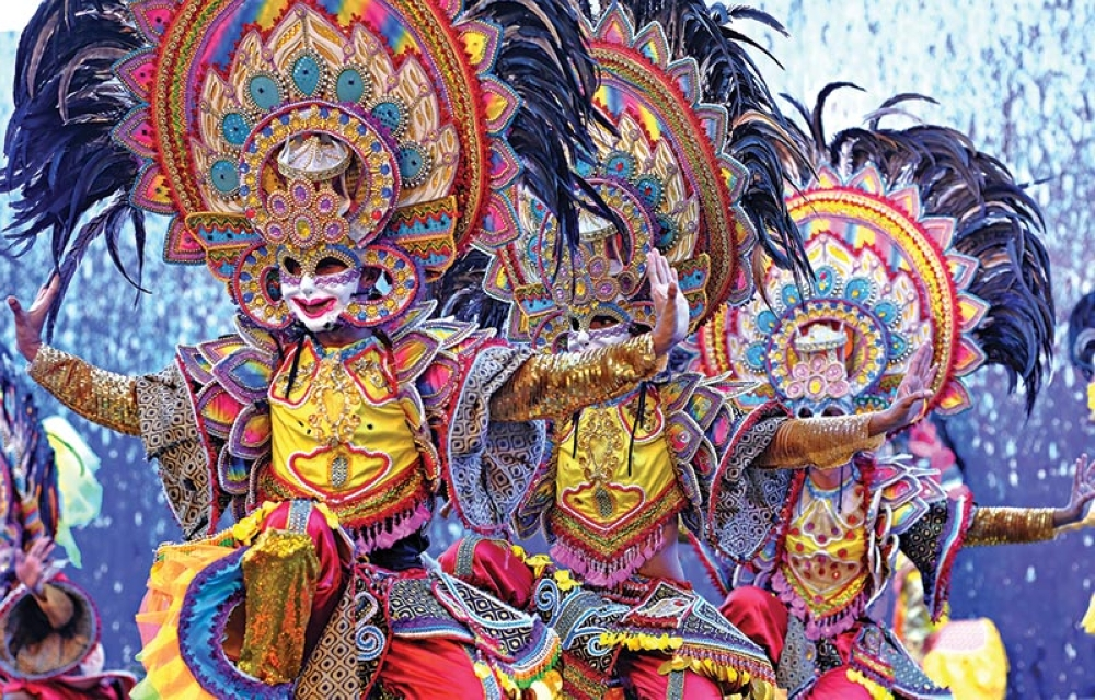 NEGROS. Bacolod's Masskara Festival performers opens the dance showdown ceremony.