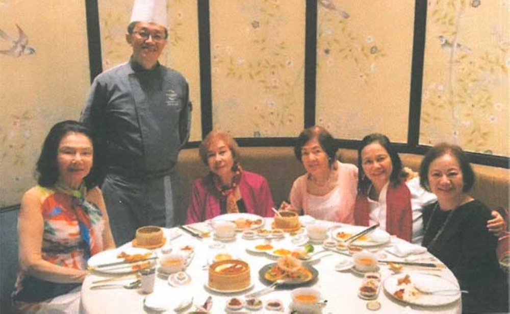 Lunch. At the Crystal Dragon Chinese Restaurant, located at the upper ground of Crown Towers Hotel, were (from left) Ofelia Trinidad, Chef de Cuisine Chan Choo Kean, CVU, Chona Trinidad, Clarita Lapus and Charisse Chuidian.