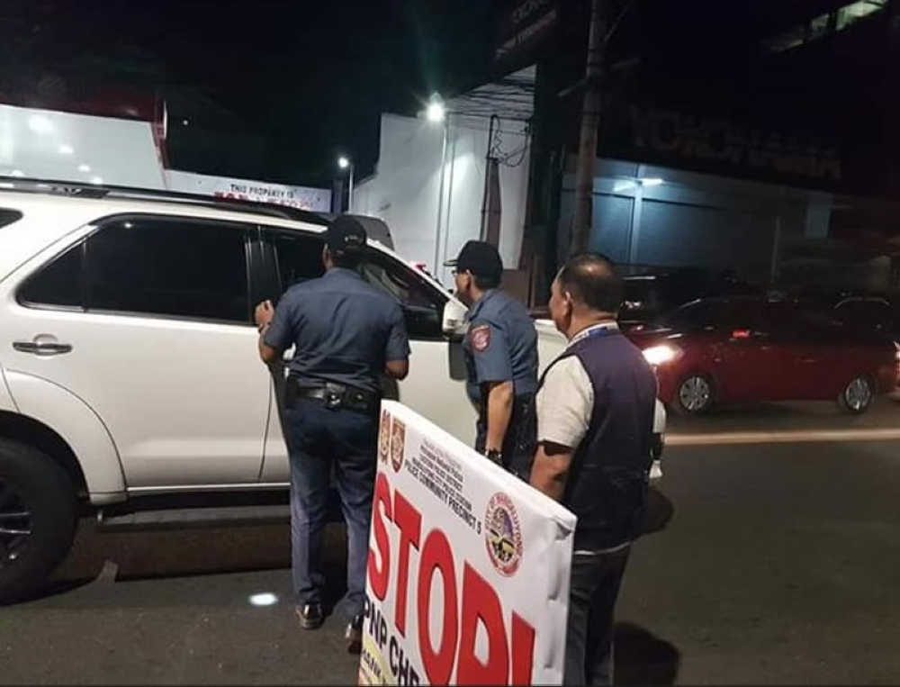 Mandaluyong City, spearheaded by the Chief PSSUPT Moises O. Valencia, Election Officer of Mandaluyong City. (Al Padilla)  MANILA. In this photo taken on April 14, 2018, Mandaluyong City Police chief Senior Superintendent Moises Valencia leads his men in manning a checkpoint to enforce the gun ban. (Alfonso Padilla/SunStar Philippines)