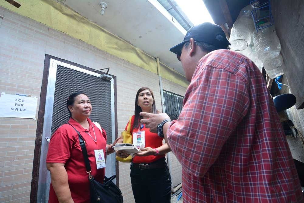 """Former drug user now a lessor. Jack* (not his real name) shows Marietta Arquio (left), Cebu City Department of Social Welfare Services social worker; and Angelina Paghubasan (center), social welfare officer 3, focal person for the Start program; the three-room house in Barangay Luz, Cebu City, that he has turned into a rental property after receiving livelihood assistance under the Department of Social Welfare and Development 7's pilot program for recovering drug dependents called """"Strategies Toward Acceptance, Reintegration and Transformation of Poor Recovering Drug Dependents"""" or Start. (SunStar Photo/Amper Campaña)"""