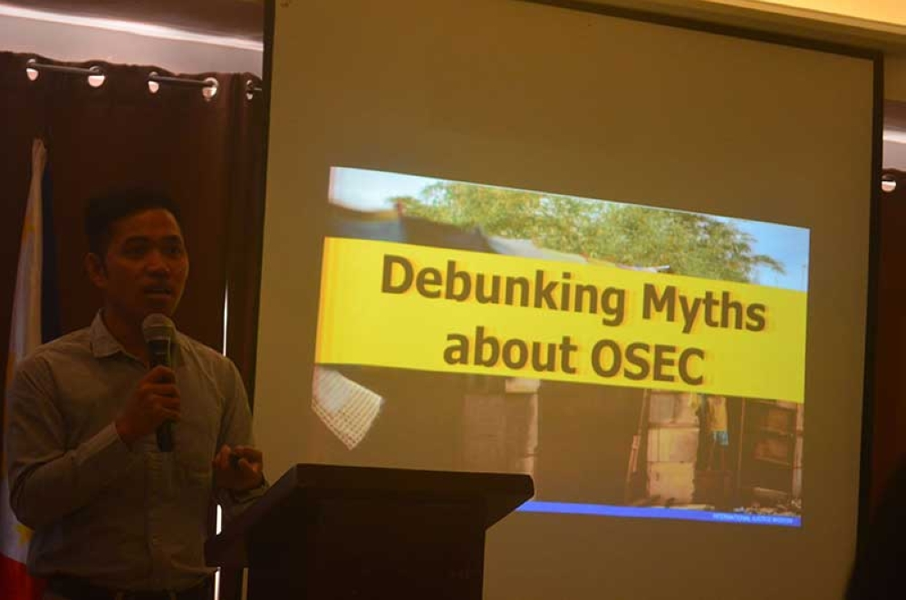 TACLOBAN. Rebelander Basilan, former SunStar reporter now the partnership development coordinator of International Justice Mission, talks about the various red flags and debunking myths on online sexual exploitation of children. (Nelson Braga/via Ronald Reyes)