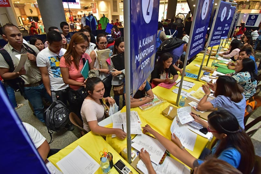 HOPEFULS. Hundreds of individuals flock to the Gaisano Mall of Davao for the 2018 Labor Day Job and Business Fair 2018 in the hopes of landing a job. (Macky Lim)