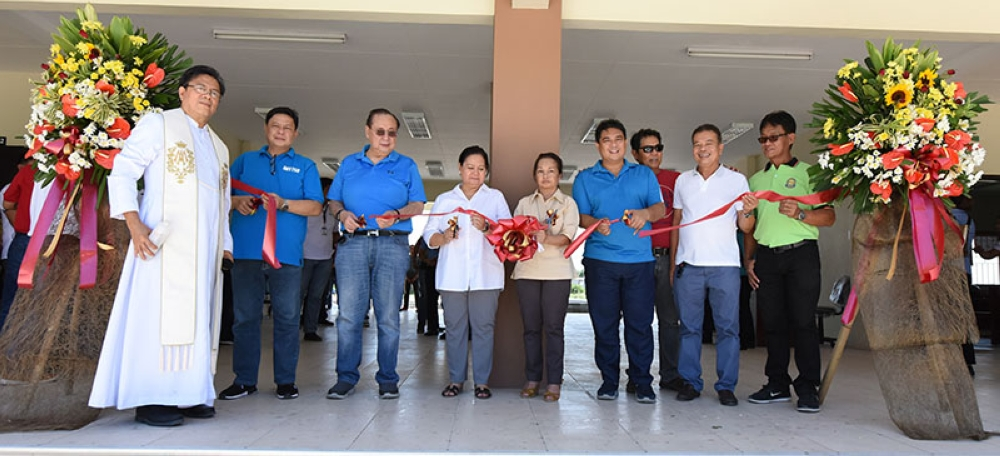 SCIENCE BUILDING. Pampanga 2nd District Representative Gloria Macapagal Arroyo, Attorney Mike Arroyo, former Congressman Mikey Arroyo together with Governor Lilia Pineda, President Enrique Baking of DHVTSU, and Councilor Jun John Susi lead the ribbon cutting ceremonies during the inauguration of the Macapagal Arroyo Science Building at Don Honorio Ventura Technological State University Sattelite Campus in Lubao town. (Pampanga PIO)