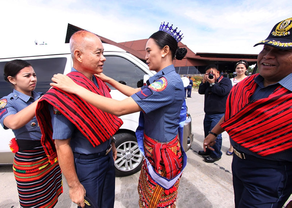 BAGUIO. PRO-Cordillera Ganda Pulis PO1 Elynor Chrisma Caberto welcomes PNP Chief Director General Oscar Agbayalde during the arrival honors before the start of four regional Command Meeting in Baguio City. (Milo Brioso)
