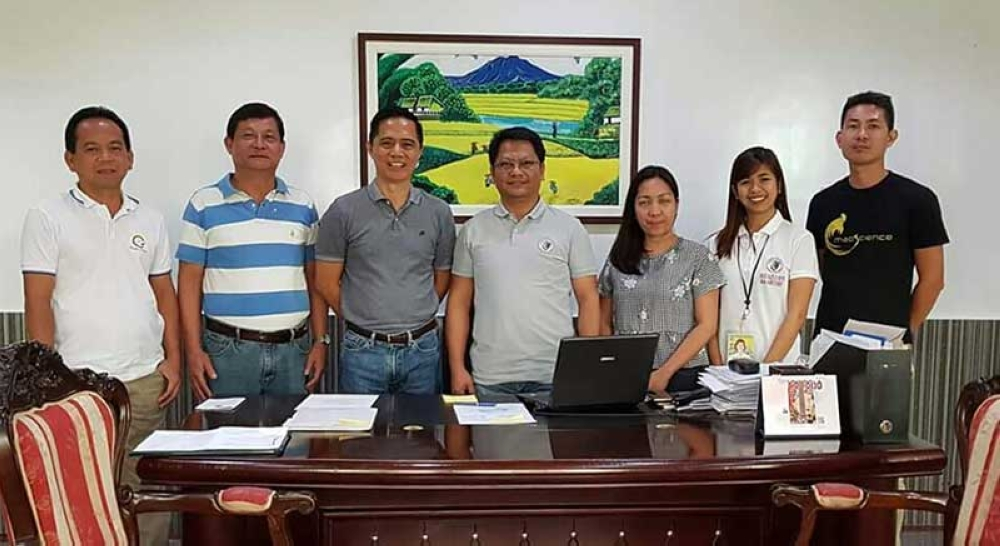 Provincial Veterinary Office personnel led by Provincial Veterinarian Renante Decena (3rd from left) with local officials of Padre Garcia headed by Municipal Administrator Christopher Comia (center) and Livestock Auction Market in-charge James Austria (2nd from left) during the formers' visit at the town mayor's office recently.