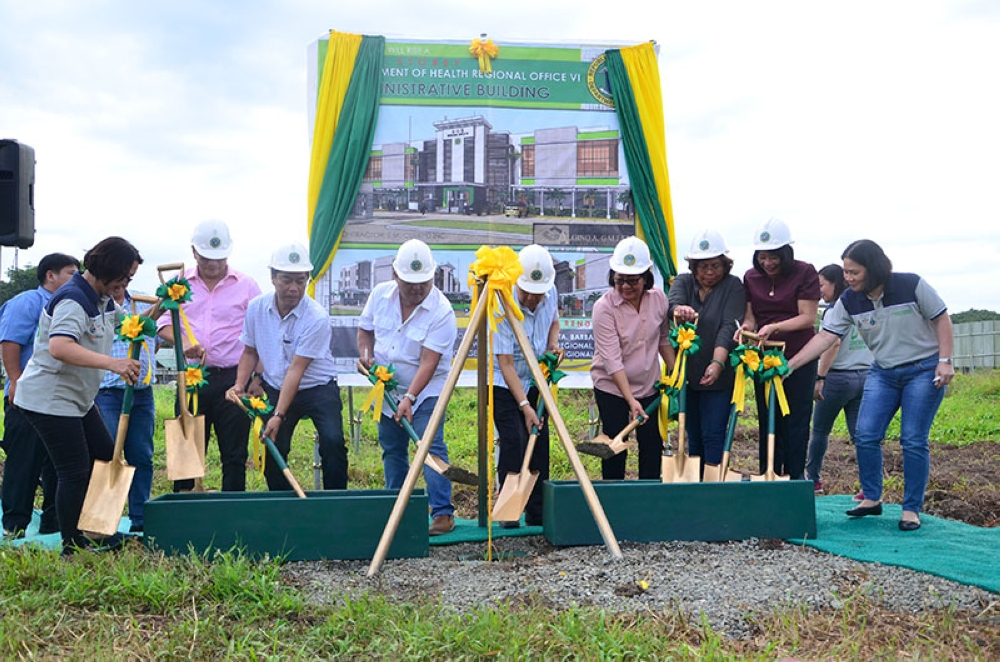 ILOILO. Governor Arthur Defensor Sr. (5th from right) leads the  groundbreaking for the new Department of Health-Western Visayas office at the Provincial Government lot in Barangay Bolong Oeste, Sta. Barbara, Iloilo, on May 9, 2018. (Contributed photo)