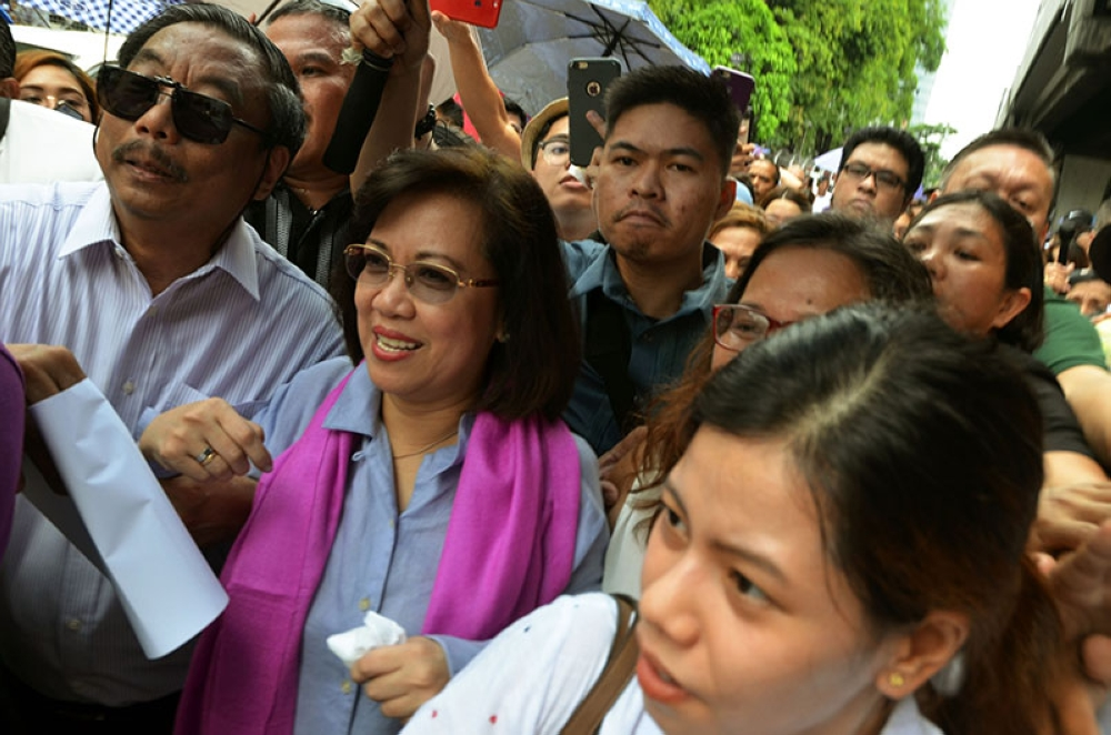 MANILA. Ousted Supreme Court Chief Justice Maria Lourdes Sereno is flanked by supporters on her way to address the media and the public shortly after the country's highest court voted 8-6 to invalidate her appointment in 2012. (Alfonso Padilla/SunStar Philippines)