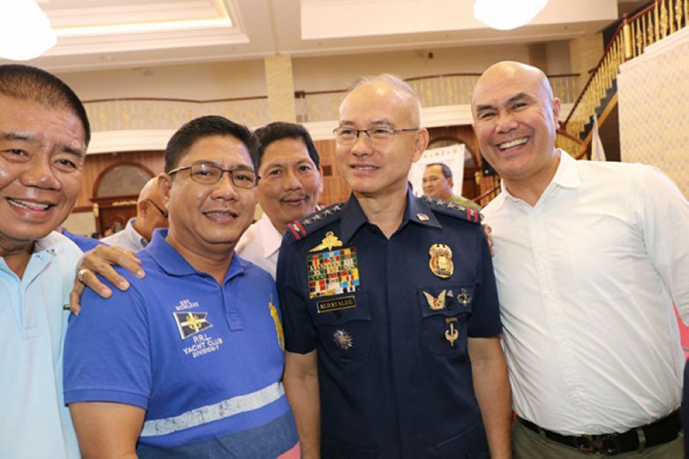 PAMPANGA. PNP Chief Director General Oscar Albayalde joins Mayors Cris Garbo (Mabalacat City), John Sambo (Sto. Tomas) and Bon Alejandrino (Arayat) during May 10's Comelec-Central Luzon security briefing for the barangay and SK elections at Kingsborough International Convention Center in the City of San Fernando. With them is Bacolor Councilor Efren Blanco. (Chris Navarro)