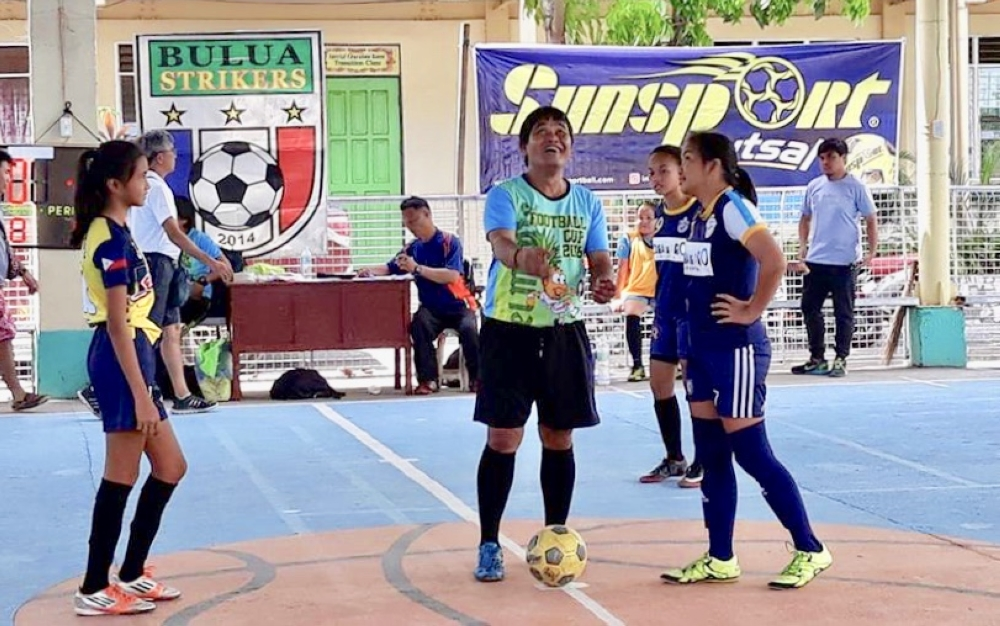 CAGAYAN DE ORO. Players of Bulua Strikers FC and Higala FC prepare for their championship battle in the Girls U14 category. (Contributed photo)