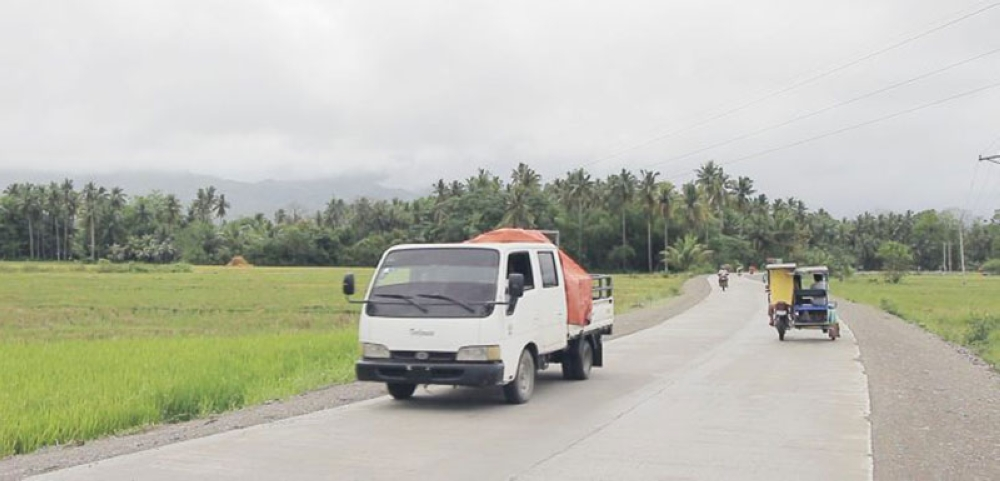 SMOOTH TRANSPORT. Farmers and traders now enjoy smoother and faster travel after the completion of 5.1 km. Nuevo Iloco, Mawab - Barangay Panibasan, Maco farm-to-market road in Compostela Valley Province. (DA-PRDP Mindanao photo)