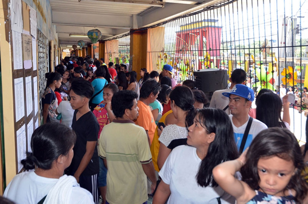 MANILA. Voters troop to their voting precincts during the Barangay and SK elections on May 14, 2018. (Alfonso Padilla/SunStar Philippines)
