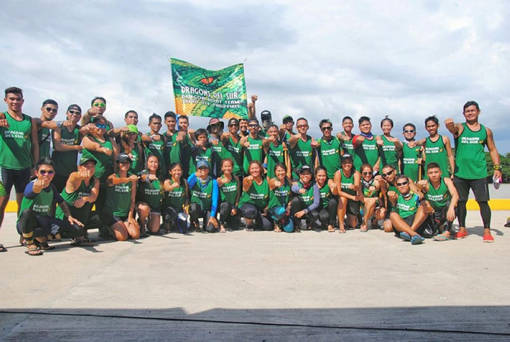 HAIL THE CHAMPS. Triumohant Dragons del Sur Dragon Boat team members pose  after emerging overall champion in the Bugsay Balangay: Bugsay Mindanao 5 Dragon Boat Competition that closed in Butuan City over the weekend. (Clang Calolot)
