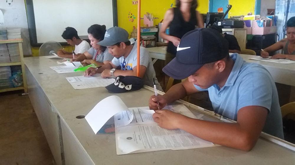 CAGAYAN DE ORO. Voters in Upper Carmen Elementary School. (PJ Orias)