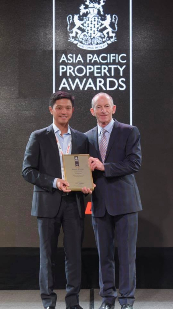 MULTI-AWARDED PROPERTY. Damosa Land, Inc.'s SeaWind condominium project won its first international award at the Asia Pacific Property Awards. Receiving the award is DLI vice president Ricardo Floirendo Lagdameo (left). (Photo taken from Ricardo Lagdameo's Facebook account)