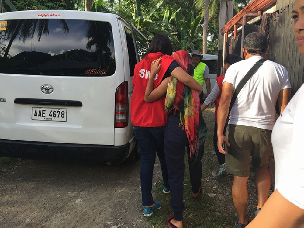 CEBU. Authorities arrested a mother at 4 p.m. Wednesday, May 16, in her residence in Barangay Sangat, San Fernando, Cebu for allegedly exploiting her own daughter and other minors. Three minors were rescued during the operation. (Photo courtesy of International Justice Mission)