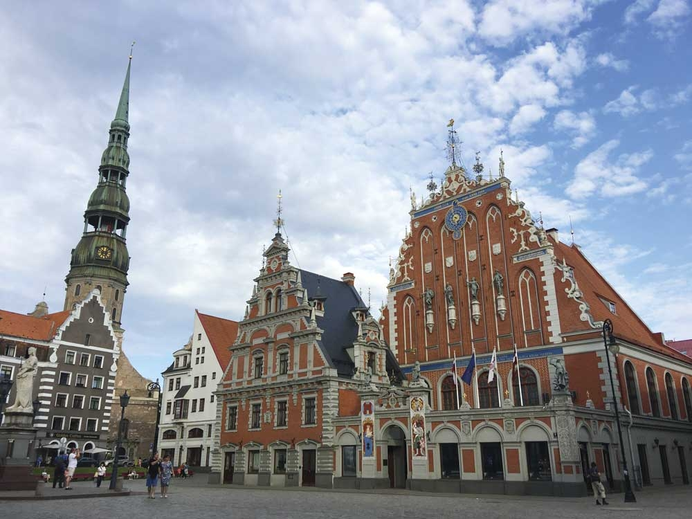 House of the Black-heads, the clay-colored buildings at right, was used by the Brotherhood of Blackheads, a guild of German merchants. Riga's tallest church, St. Peter's Church, with its clock and spire, is on the left. Built in 1209, the church was renovated in the 15th century. (Photo/Melanie T. Lim)