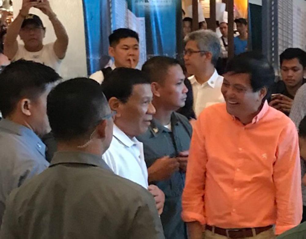 CEBU. President Rodrigo Duterte chats with former Cebu City mayor Michael Rama before leaving for Tabogon, Cebu. (Philip Cerojano/SunStar)