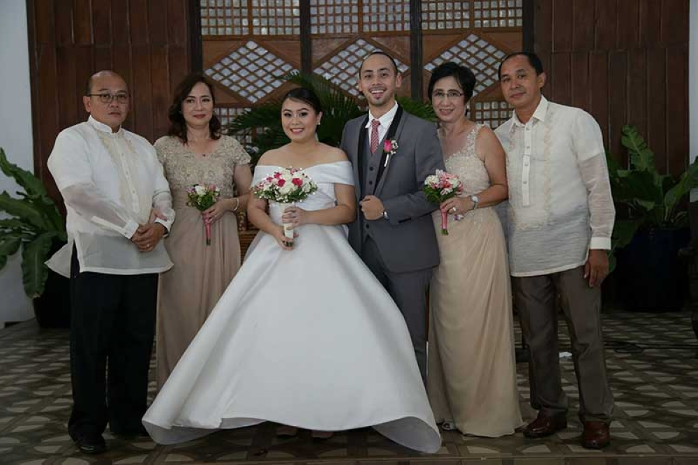 Martian and Shannah with their parents. From left: Dr. Lewyn Torres, Mrs. Frances Vivien Torres, Mrs. Mary Ann Muyco, and Pastor Gilbert Muyco (Leo Vision Photo)